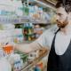 O visual merchandising é a prática dedesign de displays na loja que chamarão a atenção do comprador e aumentarão as vendas.