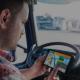 A roteirização logística significa planejar as rotas de forma otimizada para reduzir as horas de condução e o consumo de combustível.